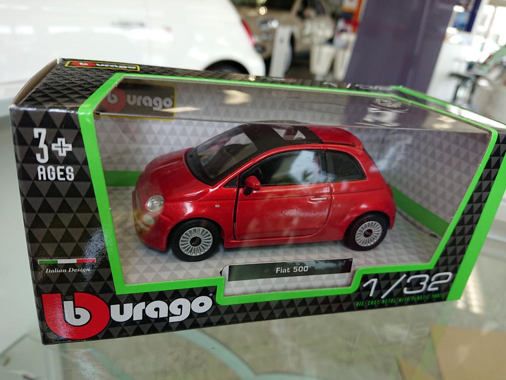 1/32ミニカー FIAT 500 RED Burago