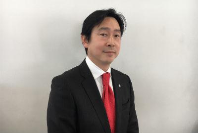 セールススタッフ 山崎基晋