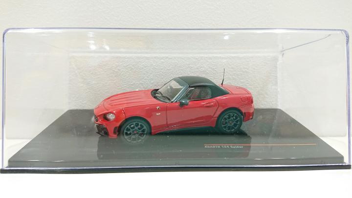 124スパイダー モデルカー Closed Red