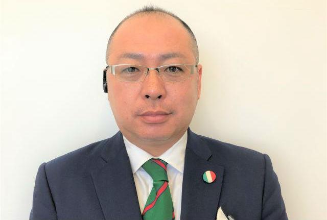 セールススタッフ 田中 大輔