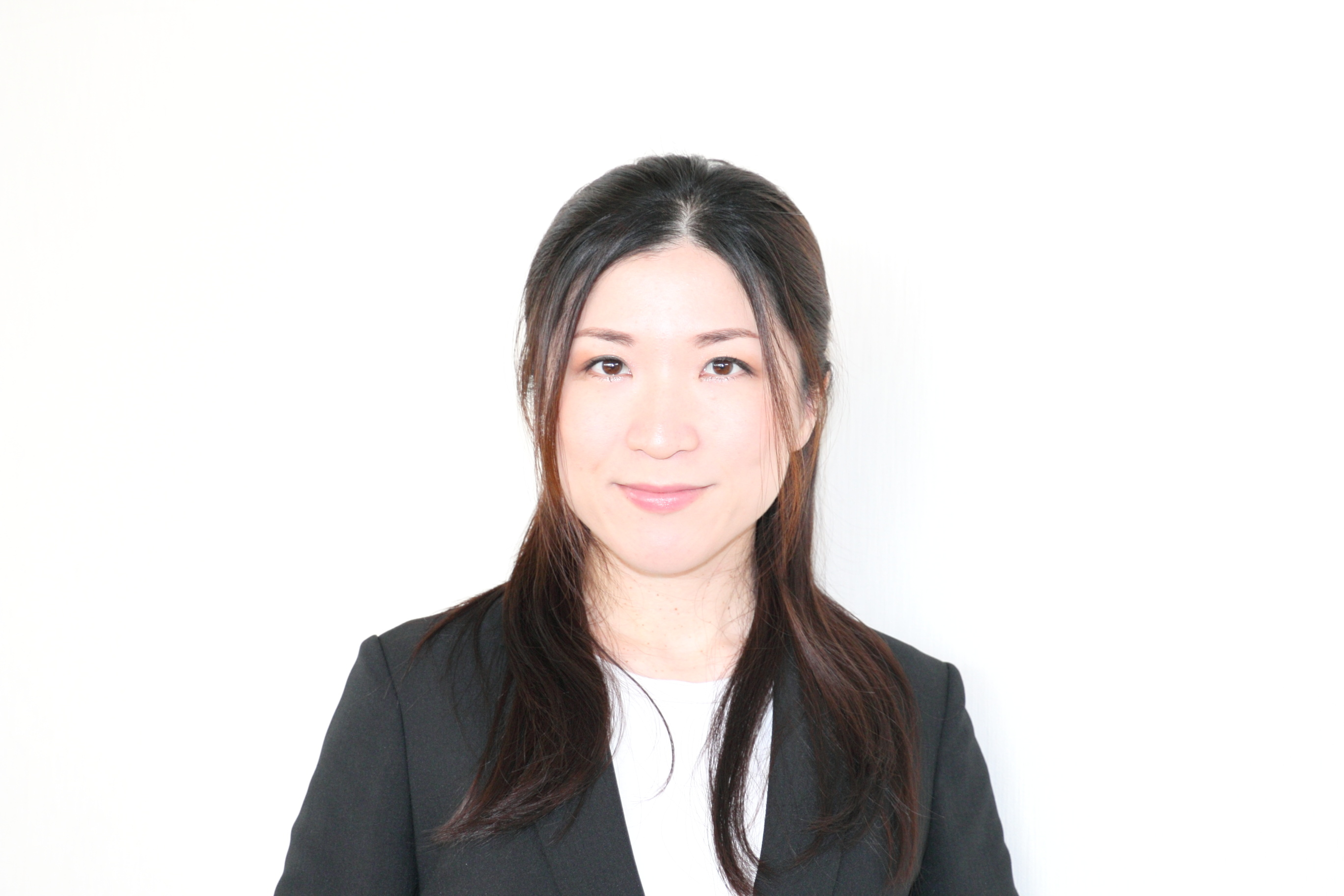 セールススタッフ 礒辺 綾子