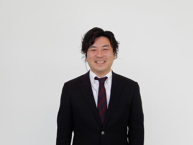 セールススタッフ 鈴木 淳