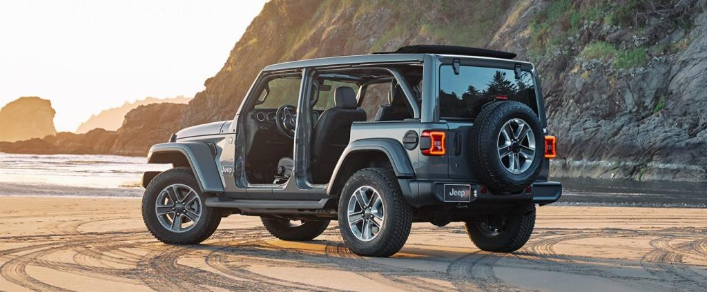 Wrangler Unlimited Sahara 2.0L Sky One-Touch™ Power Top Debut