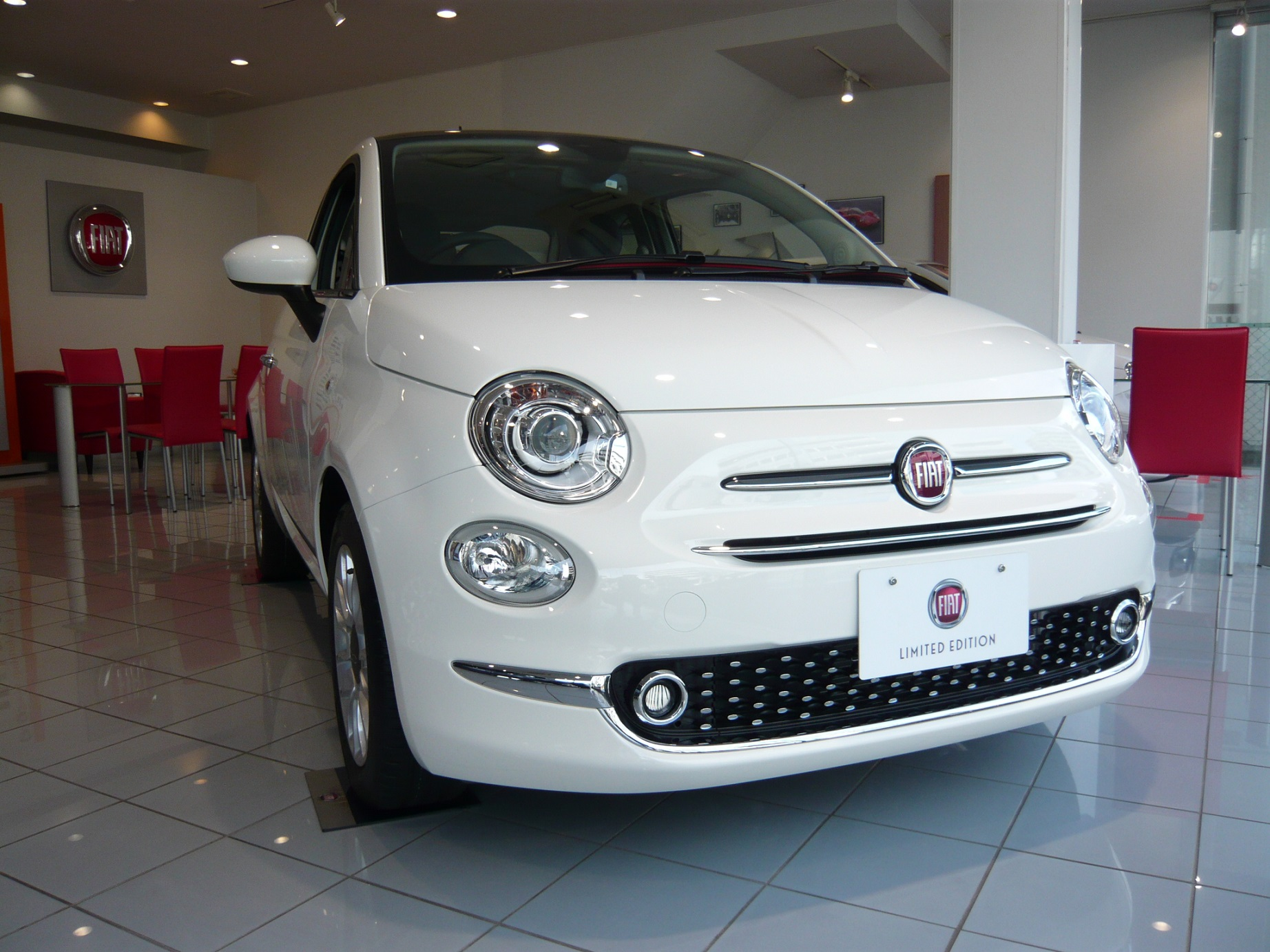 FIAT 500 限定車がショールームにPIT IN !!